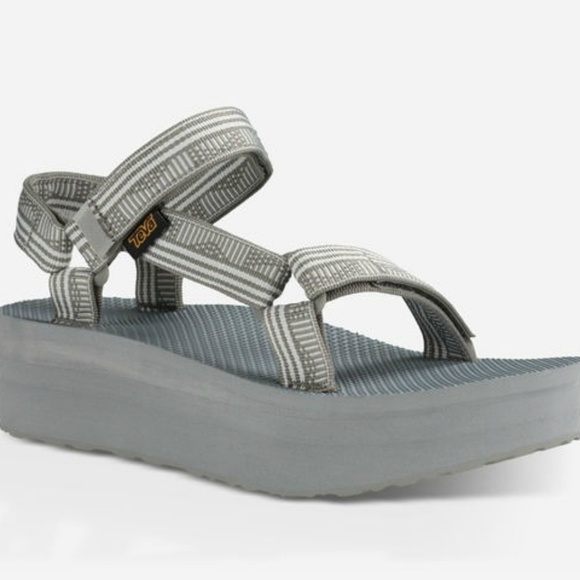 ce8ae688a9a Teva Gray Campo Flatform Platform Sandals. M 5b30607cdf03078c4fbdb1d8